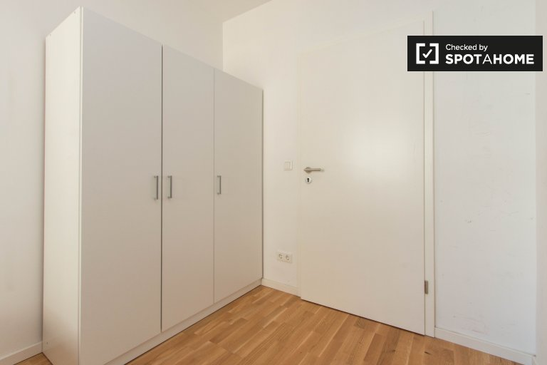 Pokój do wynajęcia w 6-pokojowym mieszkaniu w Mitte, Berlin