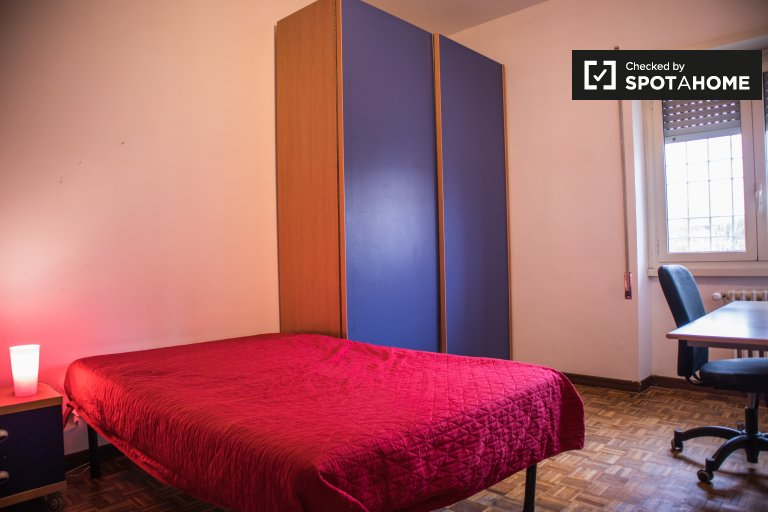Furnished room in 3-bedroom apartment in Tufello, Rome