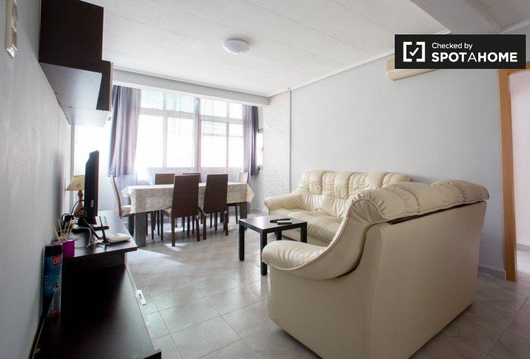 Nowoczesny 3-pokojowy apartament do wynajęcia w Poblats Marítims