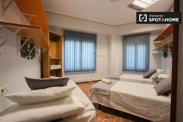 Habitación luminosa en alquiler, apartamento de 3 dormitorios, L'Olivereta