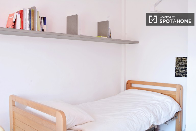 Single Bed in Rooms with ensuite bathrooms for rent in student residence near to the Free University of Brussels