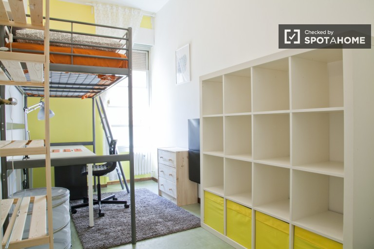 Single Bed in Rooms for rent in refurbished, 8-bedroom apartment with balcony in Parioli area