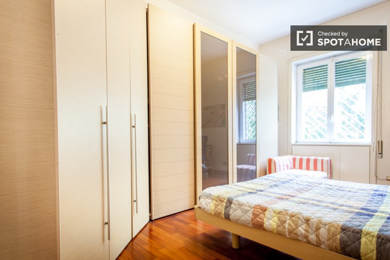 Bedroom 5 with street view