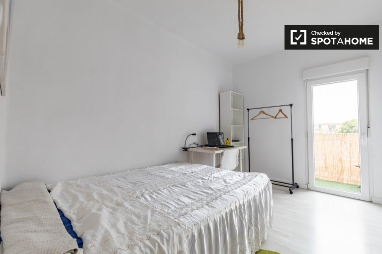 Quarto luminoso em apartamento de 3 quartos em Burjassot, Valência