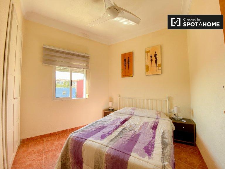 Camera soleggiata in affitto in appartamento con 2 letti, Poblats Marítims