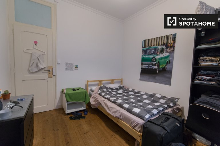 Rooms for rent in 7-bedroom apartment in Lisbon