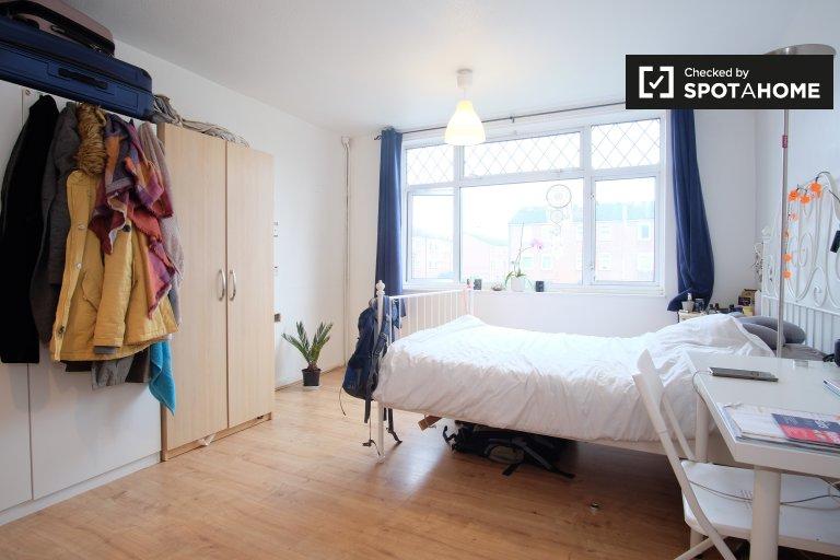 Kiralık çift kişilik oda, 4 yatak odalı daire, Aşağı Clapton, Londra