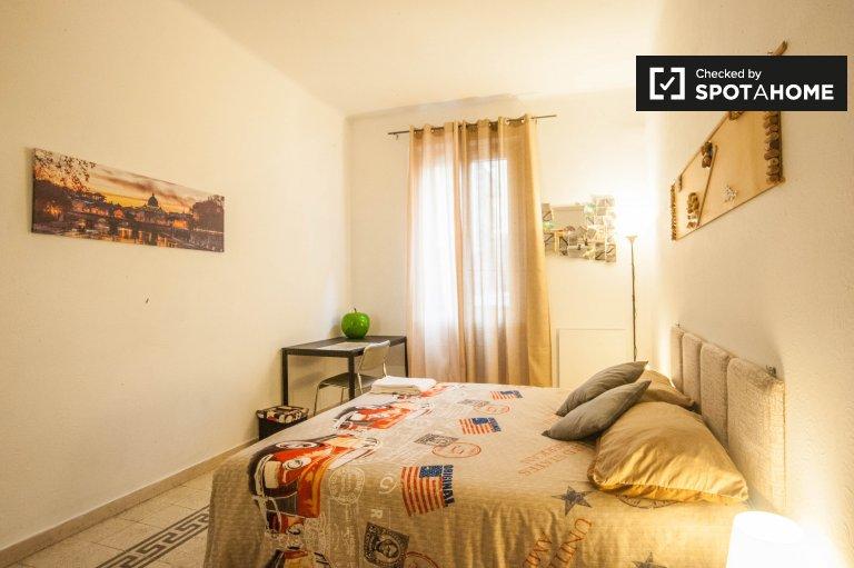 Chambre confortable dans un appartement de 3 chambres à San Giovanni, Rome