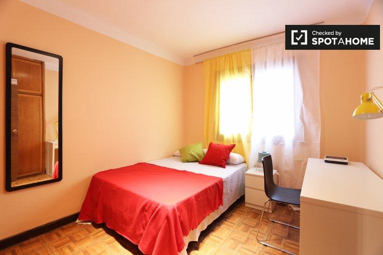 Spacious room 5-bedroom apartment Puerta del Ángel, Madrid