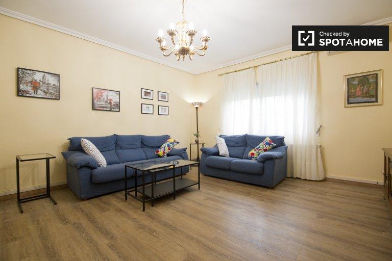 Dom z 3 sypialniami i dużym ogrodem do wynajęcia - Salvador, Madryt