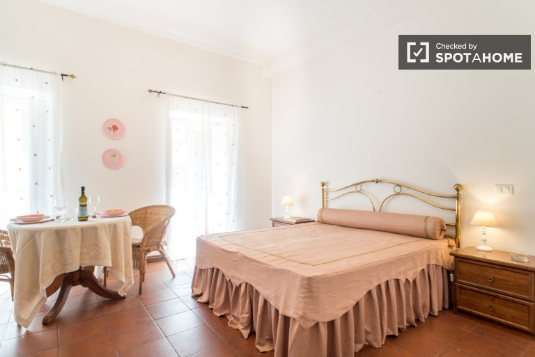 Studio for rent in Rome city centre