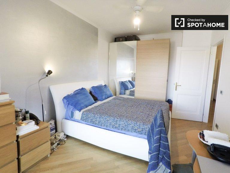 Słoneczny pokój w 3-pokojowym mieszkaniu w Ostiense, Rzym