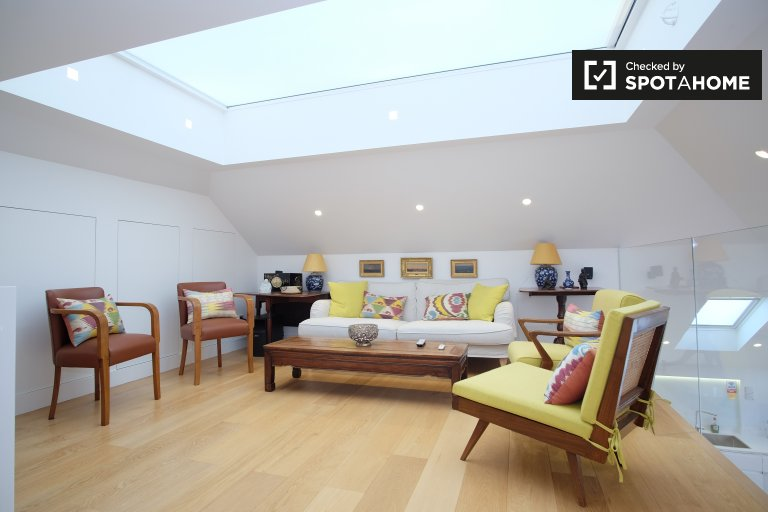 Stylish 2-bedroom apartment to rent in Kensington, London