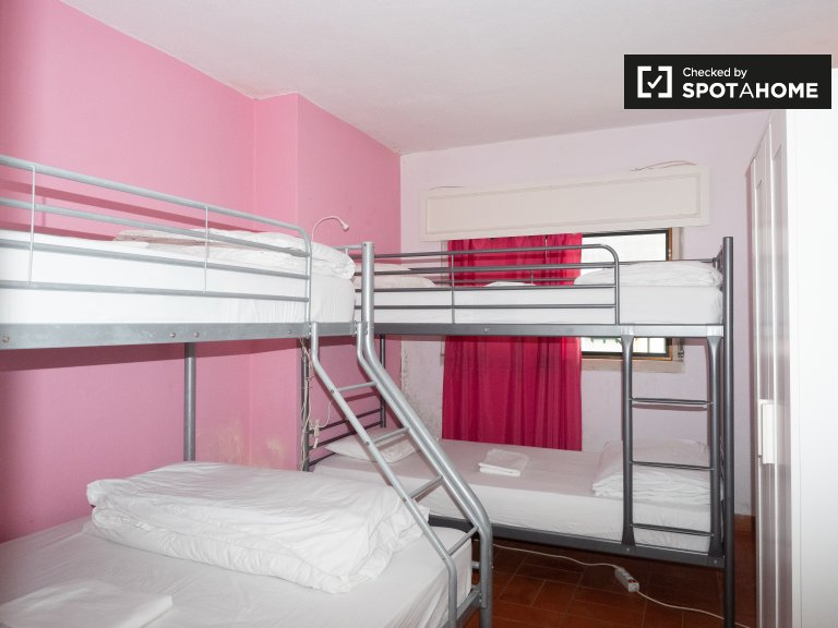 Room in hostel in Carcavelos