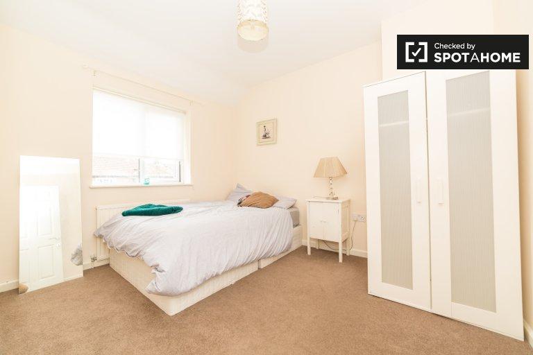 Pokój w 3-pokojowym domu w Lewisham w Londynie