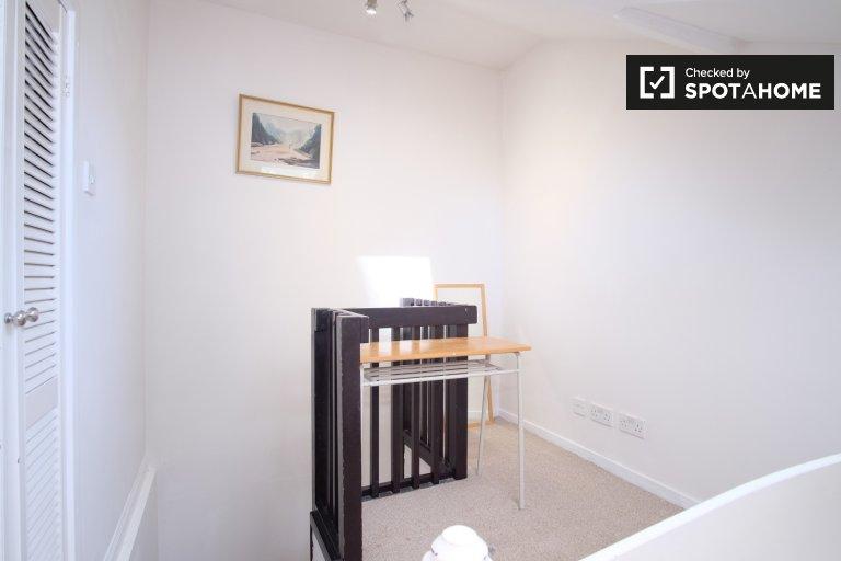 Pokój w pokoju z trzema sypialniami w City of Westminster w Londynie