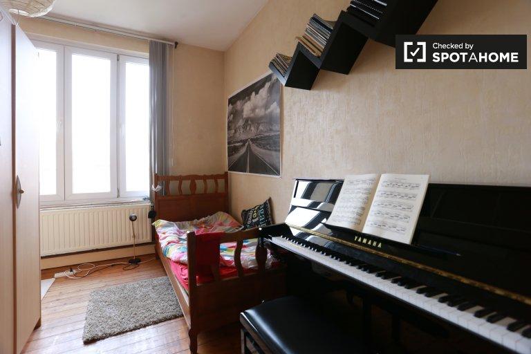 Gemütliches Zimmer in 3-Zimmer-Wohnung in Laeken, Brüssel