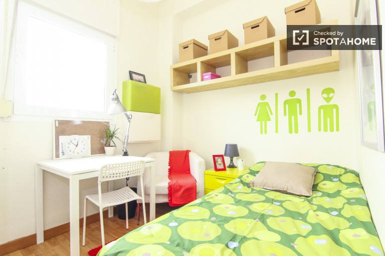 Welcoming room in shared apartment in Eixample, Valencia