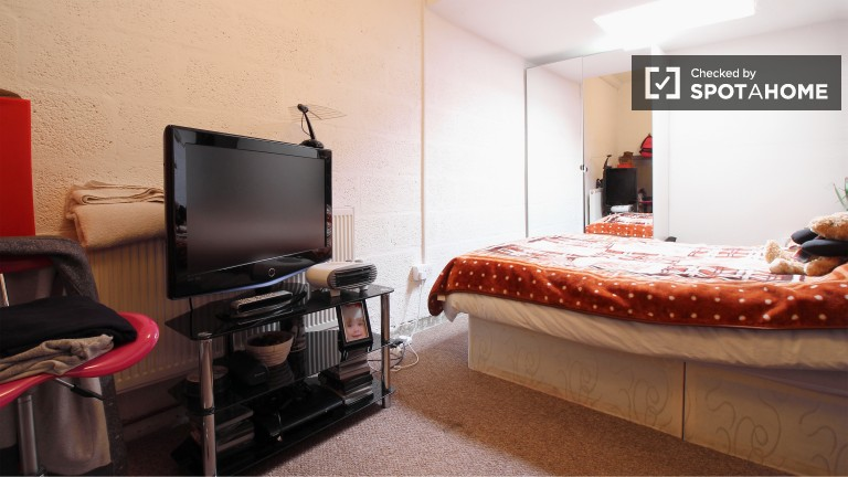 Bedroom 1 - Double Bed, Couple Friendly