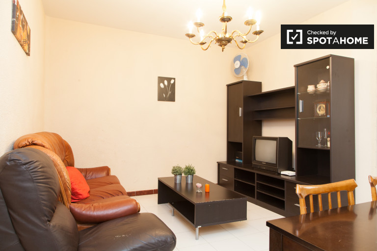 3-bedroom apartment with central heat for rent in Chamberí