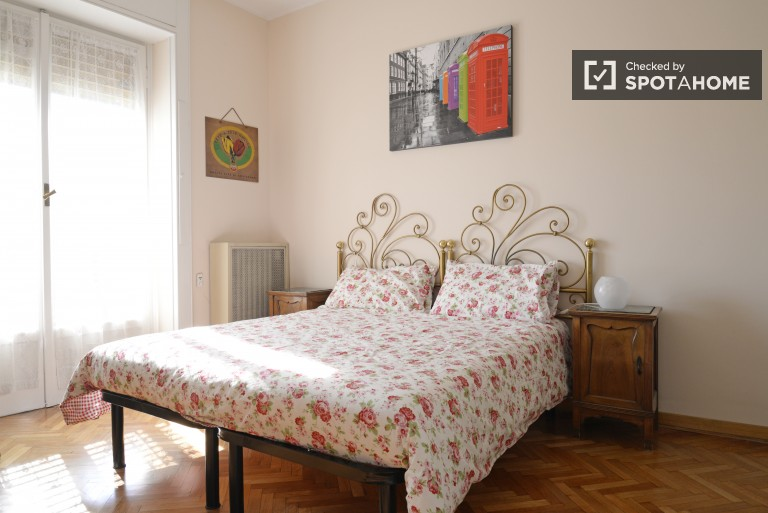 Couple-friendly 1 bedroom apartment in Fiera Milano, with utilities included