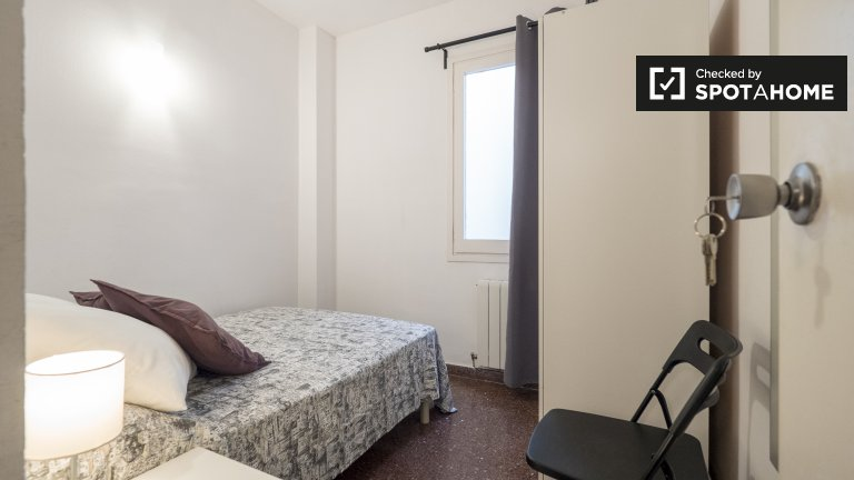 Room for rent in 4-bedroom apartment in Poblenou, Barcelona