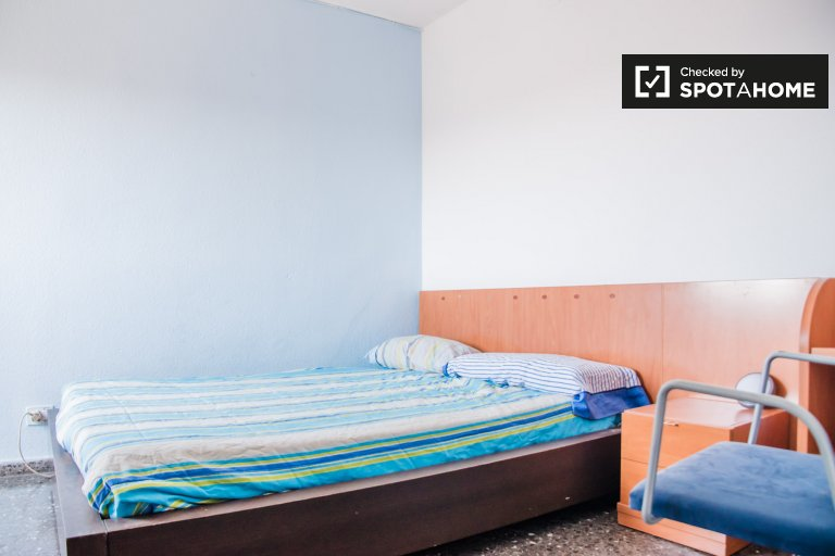 Chambre à louer dans un appartement de 3 chambres à coucher, Beteró, Valence