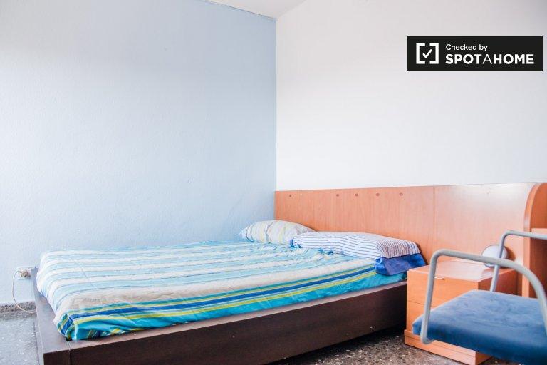 Pokój do wynajęcia w apartamencie z 3 sypialniami, Beteró, Valencia