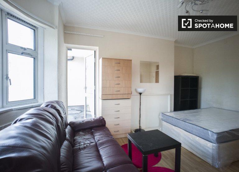 Elegantes Zimmer in 5-Zimmer-Wohnung in Tower Hamlets zu vermieten