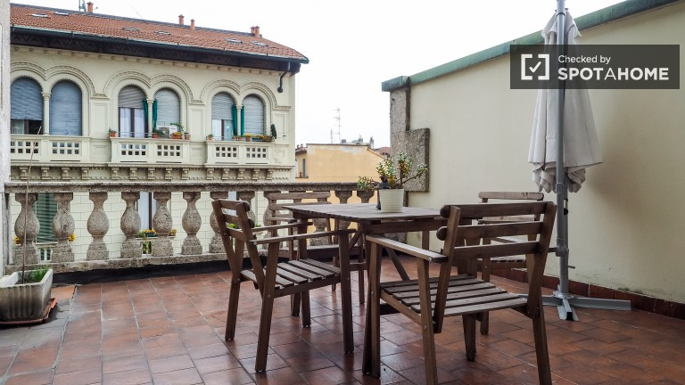 Large 1 bedroom apartment with private terrace for rent in Navigli
