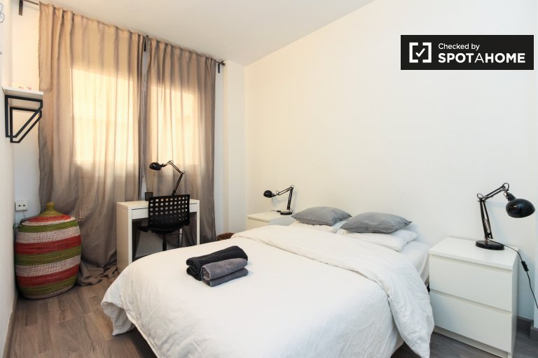 Gemütliches Zimmer zur Miete in 4-Zimmer-Wohnung in Horta-Guinardó