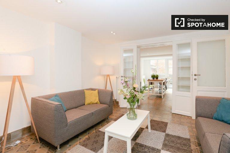 Niesamowite 2-pokojowe mieszkanie do wynajęcia w Schaerbeek w Brukseli