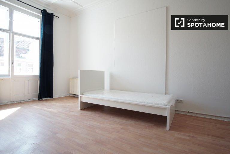 Rooms for rent in 6-bedroom apartment in Moabit, Berlin