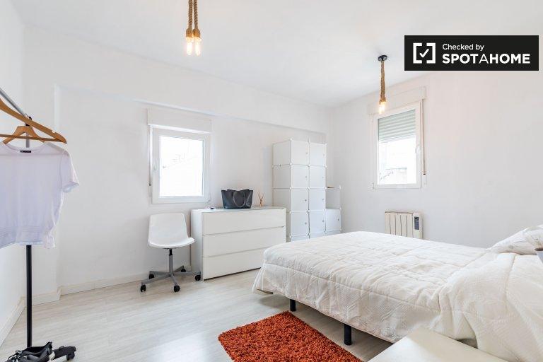 Grande quarto em apartamento de 3 quartos em Burjassot, Valência