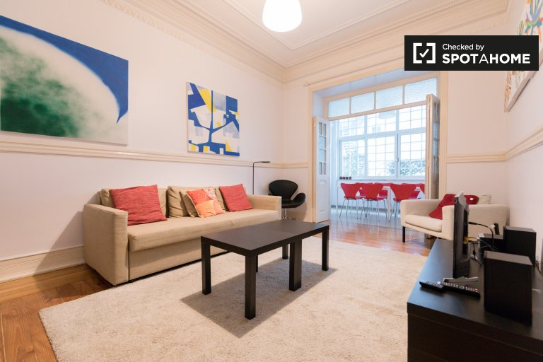 3-bedroom apartmnet for rent in Campolide in Lisbon
