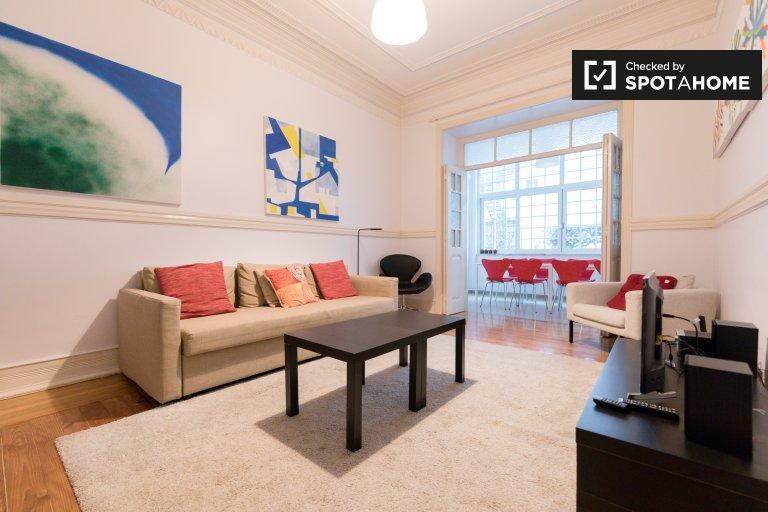 Lizbon'da Campolide'de kiralık 3 + 1 apartmnet