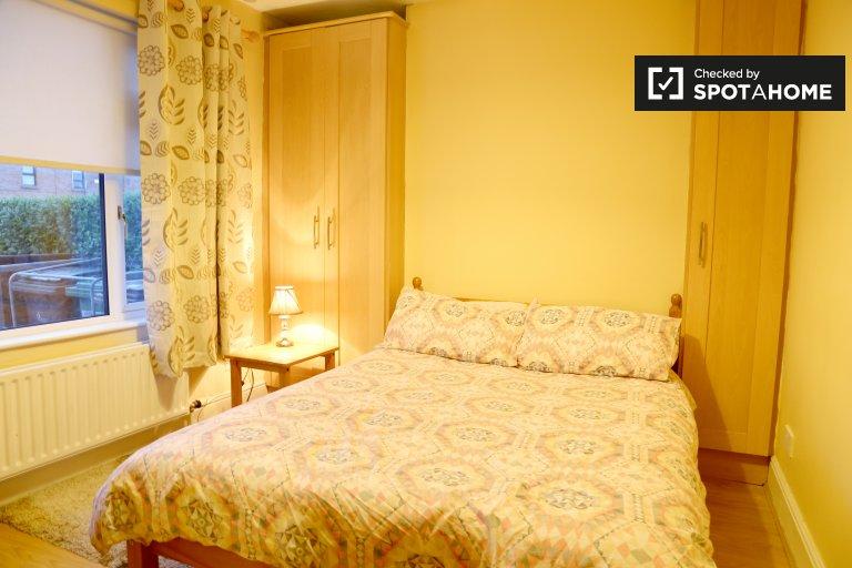 Przytulny pokój w domu z 2 sypialniami w Crumlin w Dublinie