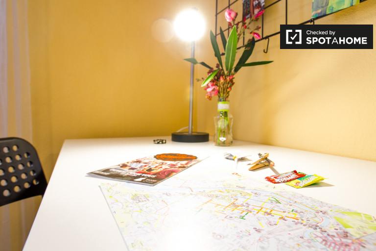 Chic room in 3-bedroom apartment in Rekalde, Bilbao