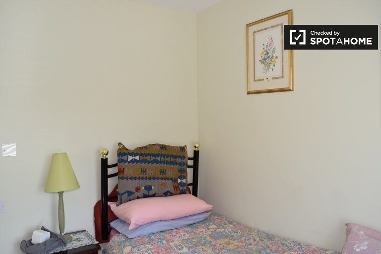 Quarto bonito para alugar em casa de 4 quartos em Terenure, Dublin