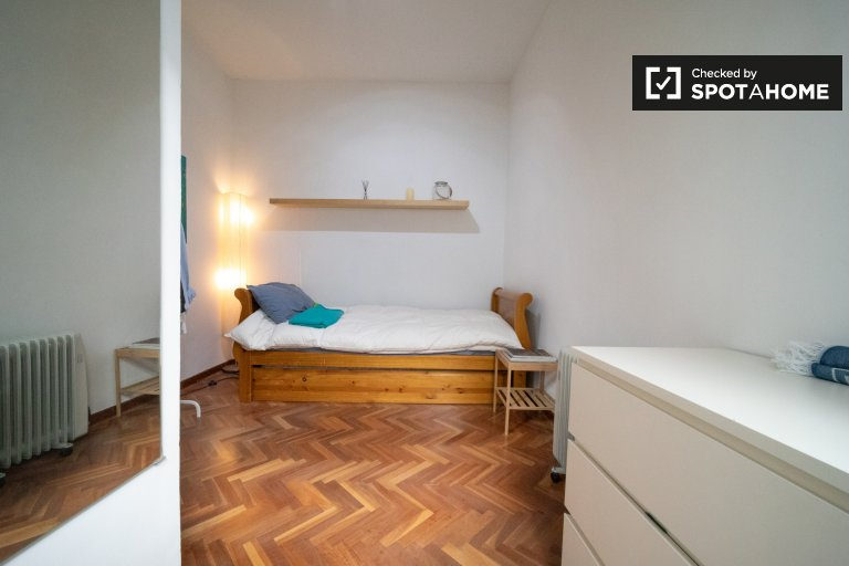 Room for rent in 2-bedroom apartment in Centro, Madrid