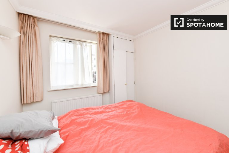 Hammersmith & Fulham'da 3 yatak odalı daire içinde rahat oda