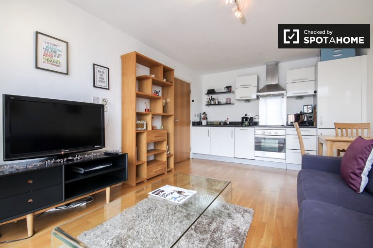 Bright and spacious 1-bedroom apartment for rent in Islington, Travelcard Zone 2
