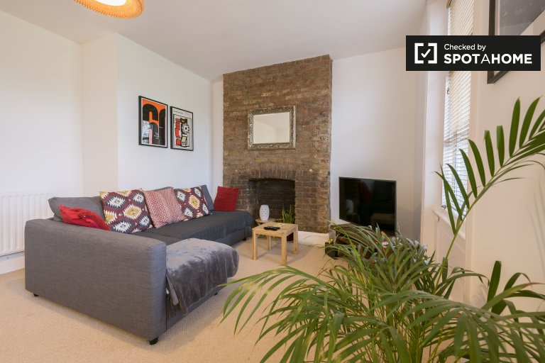 1-bedroom flat to rent in Finsbury Park, London