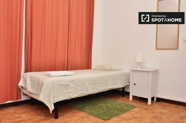 Enorme quarto em apartamento compartilhado em Eixample, Barcelona
