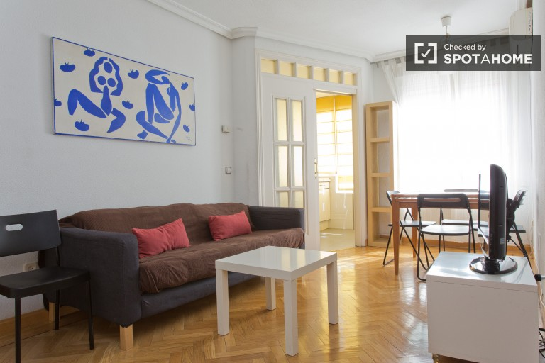 Bright 2-bedroom apartment with air conditioning for rent in Tetuan