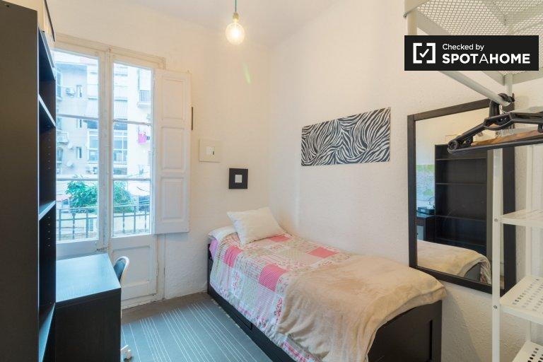 Quarto para alugar em apartamento de 3 quartos em Sant Martí