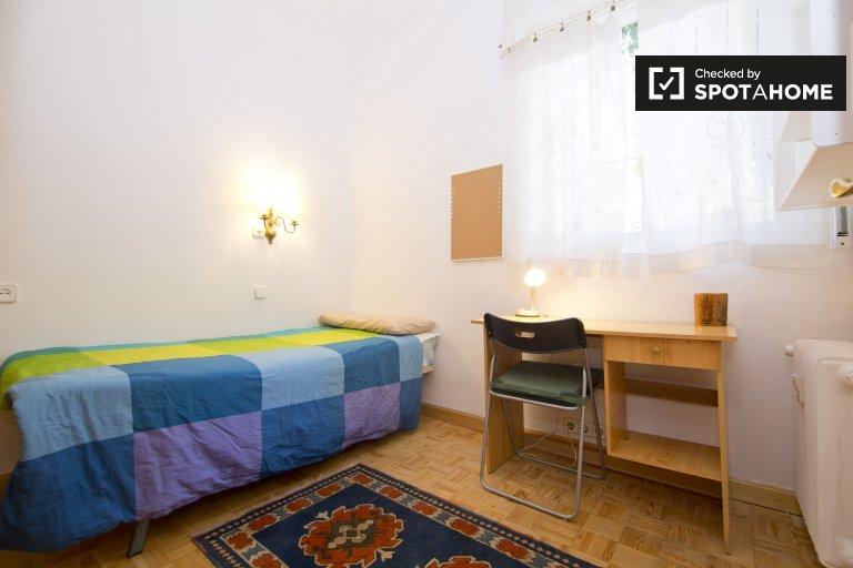 Big room in 3-bedroom apartment in Puerta del Ángel, Madrid