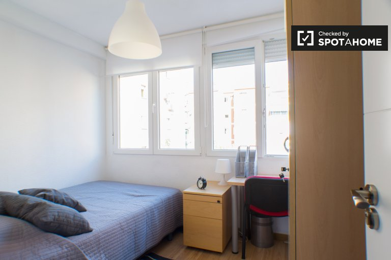 Great room in 4-bedroom apartment in Getafe, Madrid