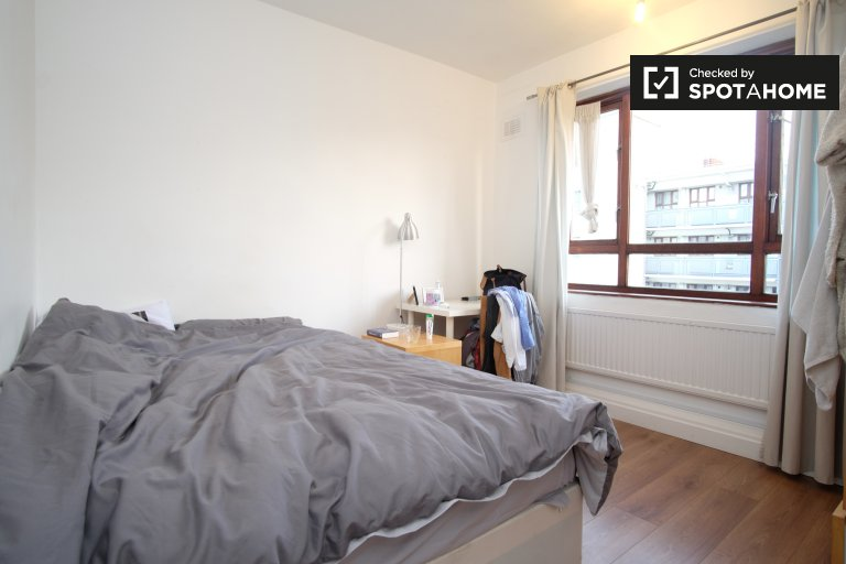 Double Bed in Furnished rooms to rent in 3-bedroom apartment in Camden, Travelcard Zone 1