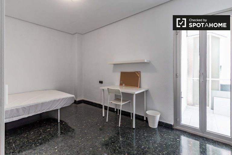 Room in 8-bedroom apartment in Poblats Marítims, Valencia